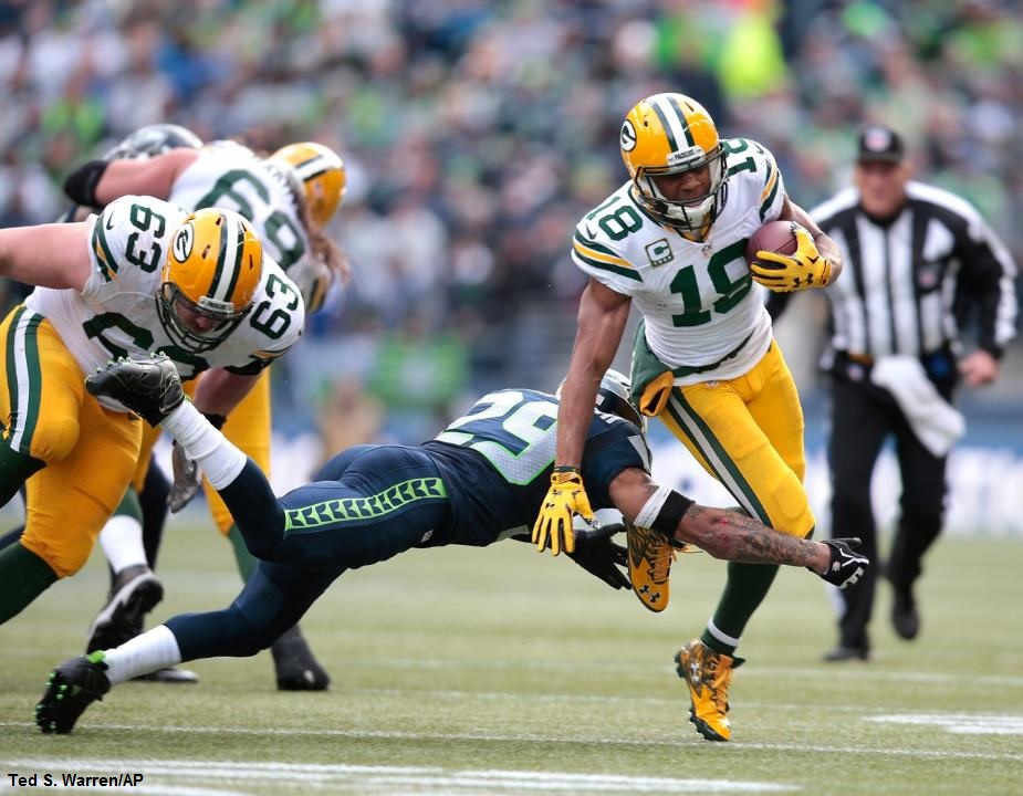Seattle-Seahawks-Earl-Thomas-Shoulder-Green-Bay-Packers-Randall-Cobb