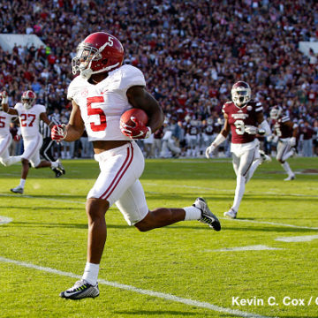 STARKVILLE, MS - NOVEMBER 14:  Cyrus Jones #5 of the Alabama Crimson Tide returns a punt for a touchdown against the Mississippi State Bulldogs at Davis Wade Stadium on November 14, 2015 in Starkville, Mississippi.  (Photo by Kevin C. Cox/Getty Images)